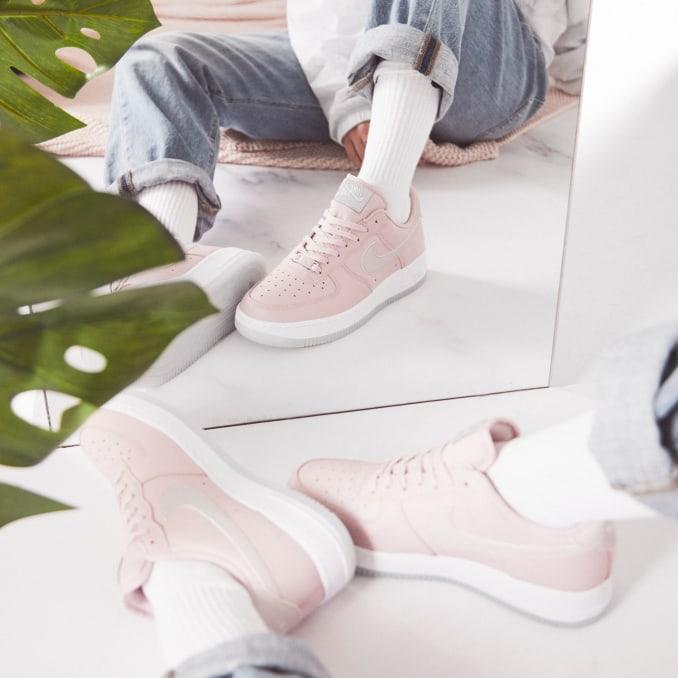 Nike Air Force 1 de color rosa
