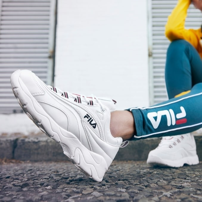 Zapatillas FILA Ray blancas on-feet