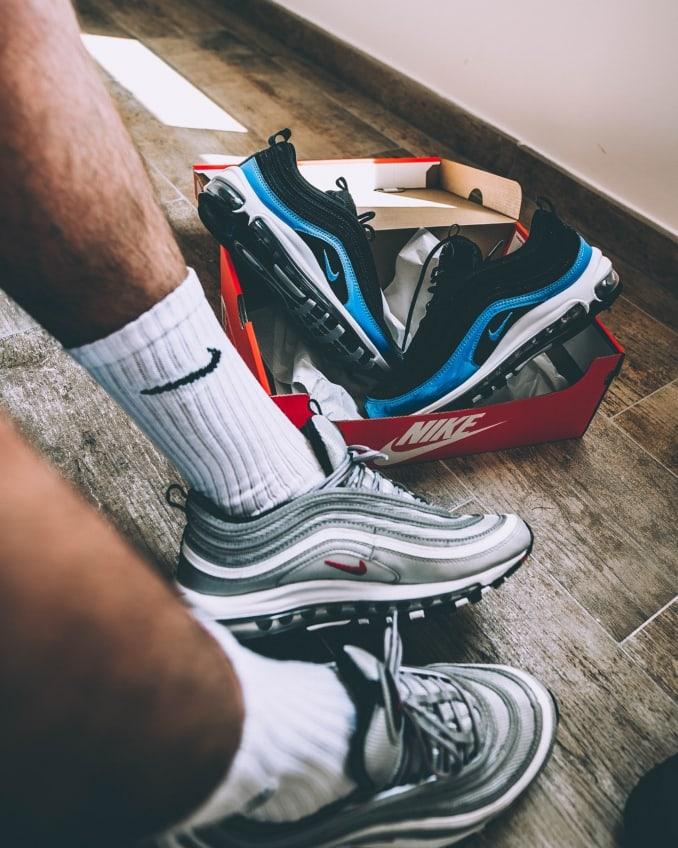 Dos modelos de zapatillas Nike Air Max 97