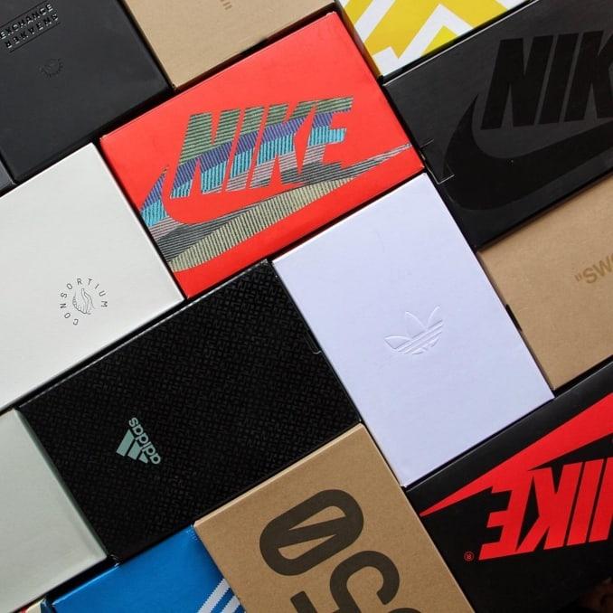 Cajas de zapatillas de varias marcas