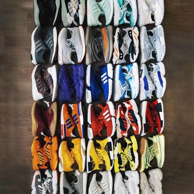 Zapatillas ordenadas por colores