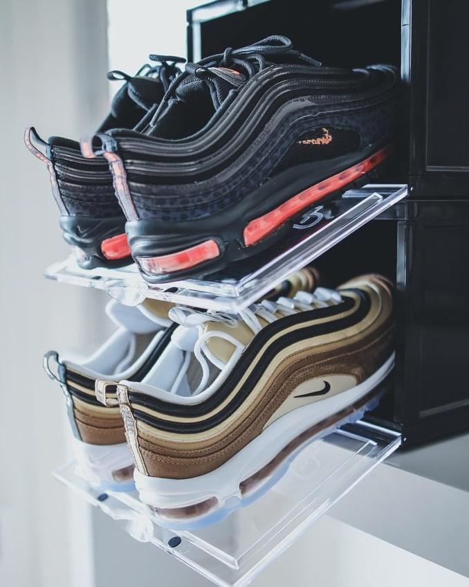 Cajones de Crep Protect abiertos con zapatillas Nike Air Max 97