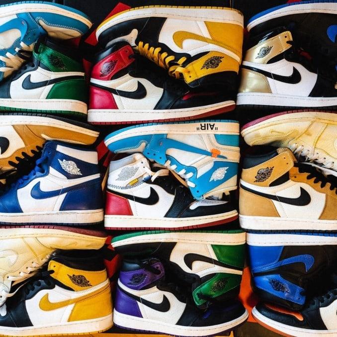 Zapatillas Air Jordan 1 Mid de varios colores