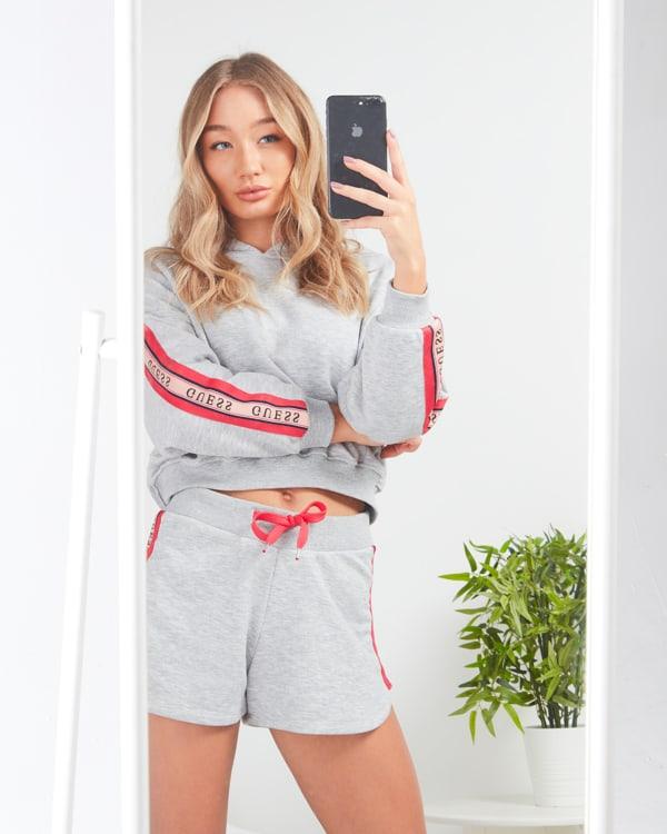 nueva colección guess pantalón y sudadera Tape mujer