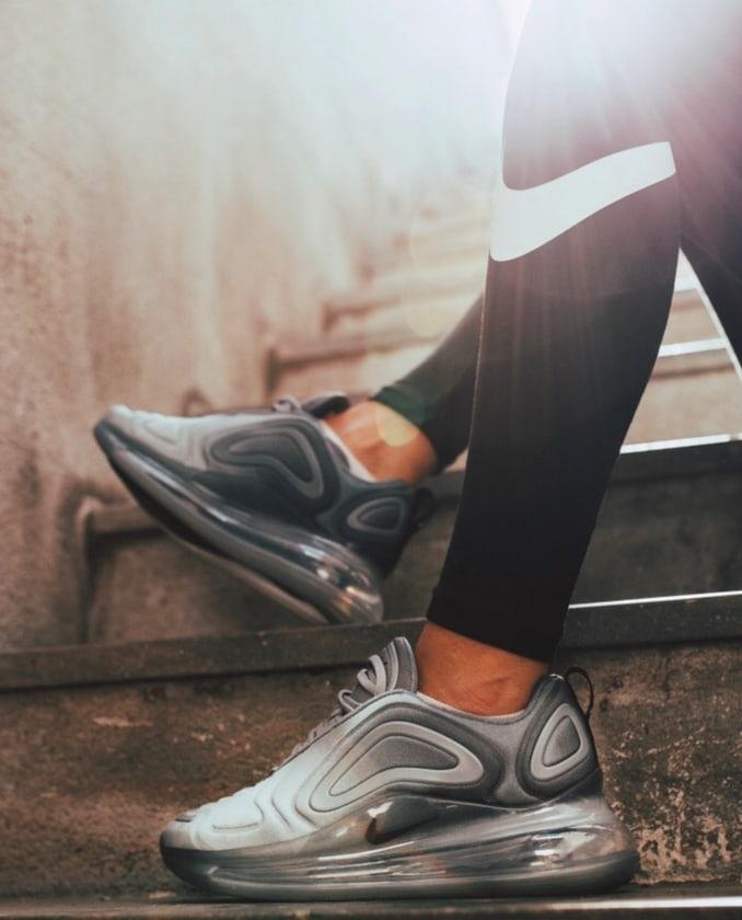 Zapatillas Nike Air Max 720 grises