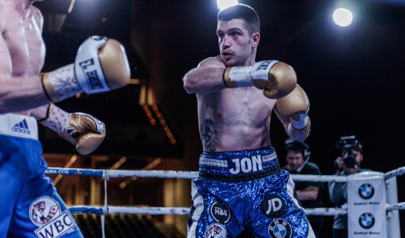 Jon Mínguez luchando por el título