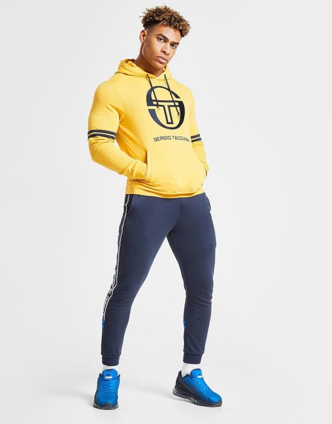 Look deportivo para hombre de Sergio Tacchini con sudadera y pantalón jogger
