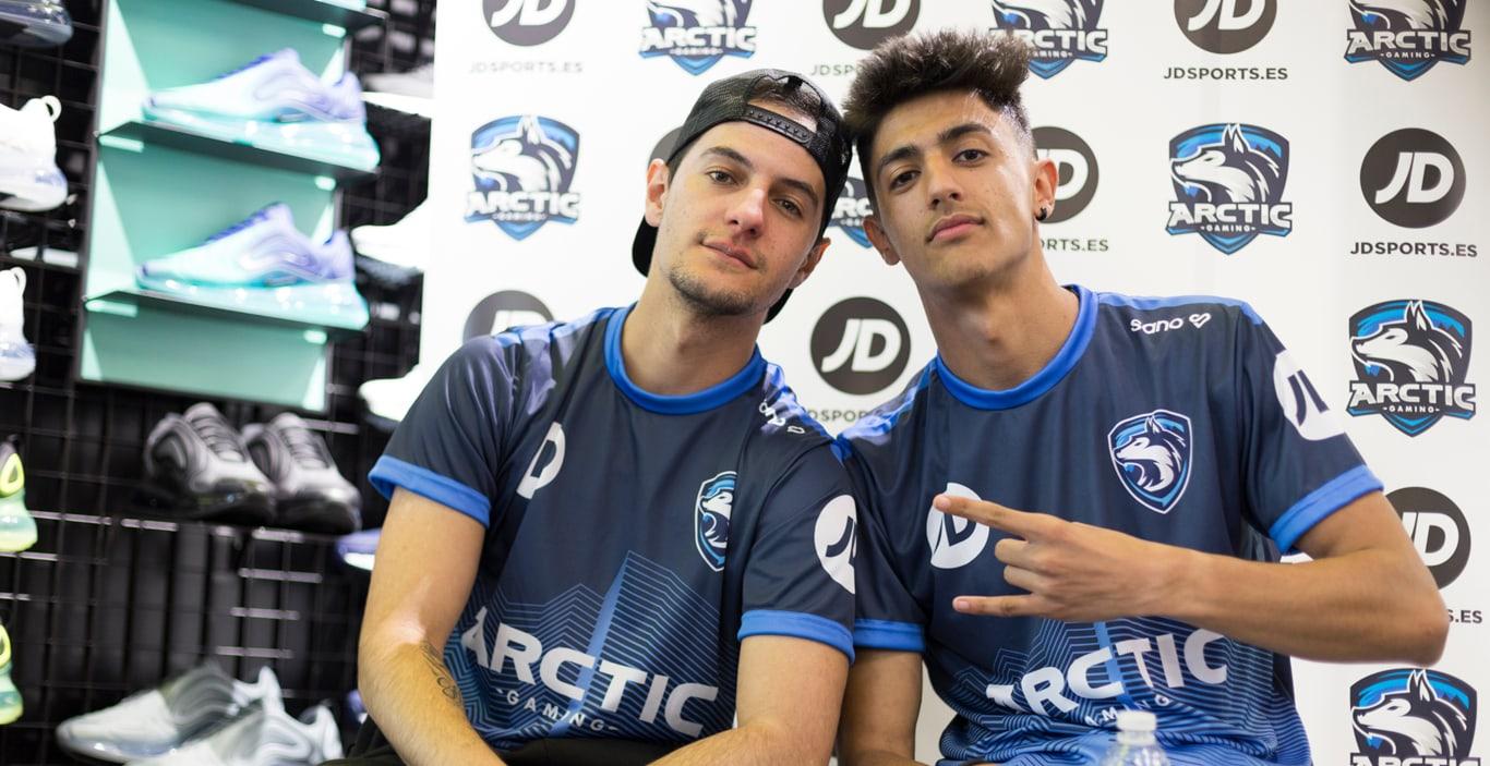 Hander y Tirpa con la camiseta de JD x Arctic Gaming