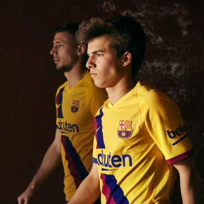 Jugadores del Barça con la camiseta de la segunda equipación 2019-2020