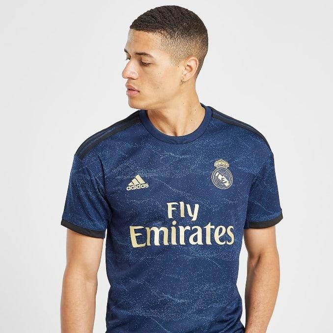 Segunda equipación 2019/20 del Real Madrid