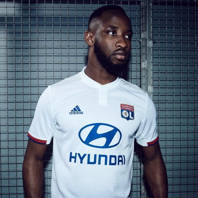 Dembele con la nueva camiseta del Olympique de Lyon