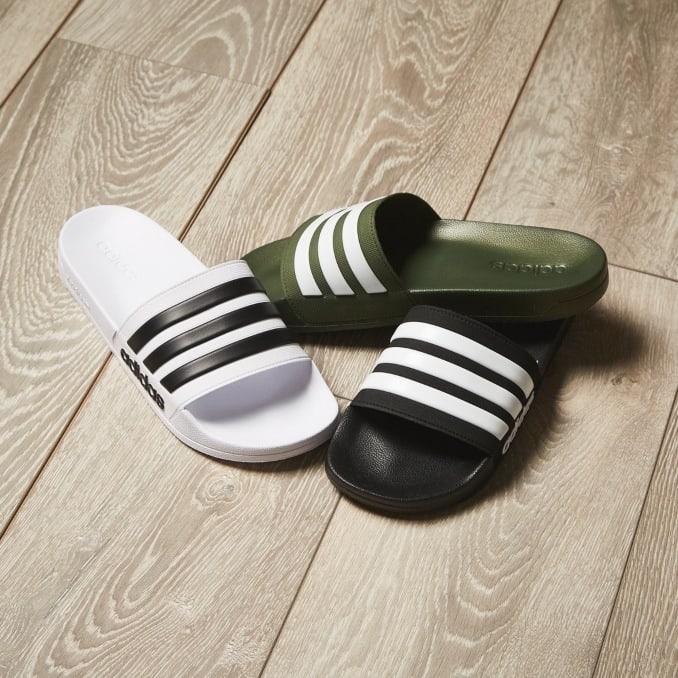 Adidas Adilette en blanco, negro y verde