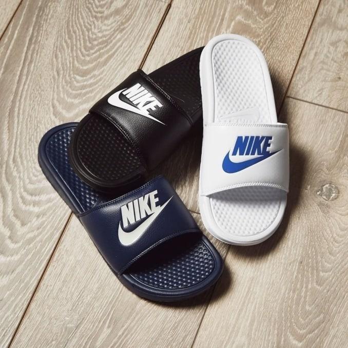 Chanclas Nike Benassi en negro y blanco