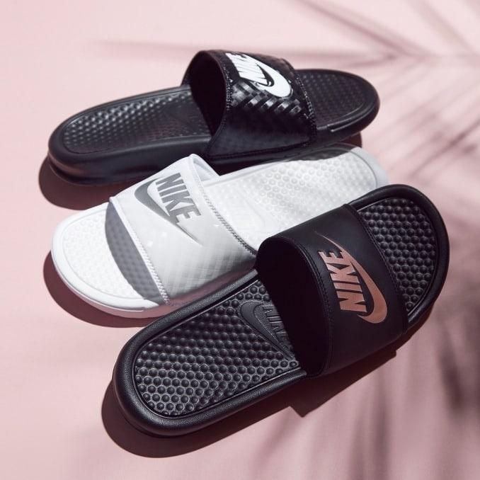 Tres modelos Nike Benassi para mujer