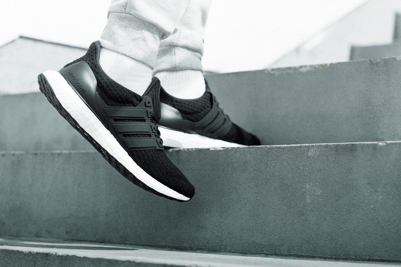 adidas Ultra Boost negras