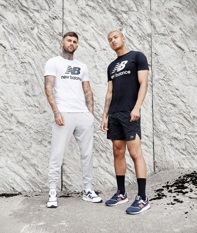 Modelos de JD Sports con outfits deportivos de New Balance