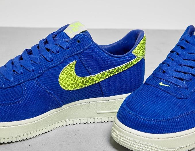 Detalle de las Nike Air Force 1 x Olivia Kim con tejido de pana