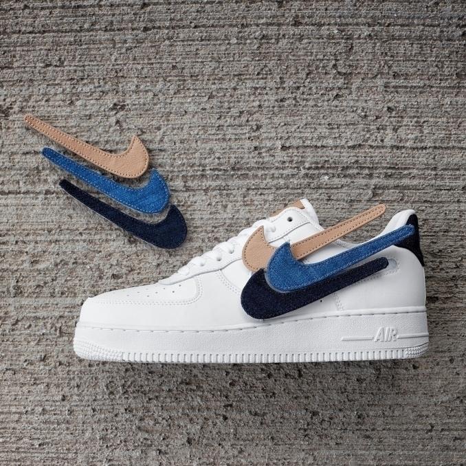 Nike Air Force 1 blancas con logos de velcro