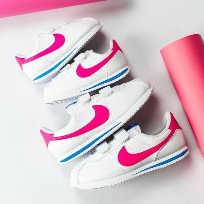 Nike Cortez brancas com logo rosa