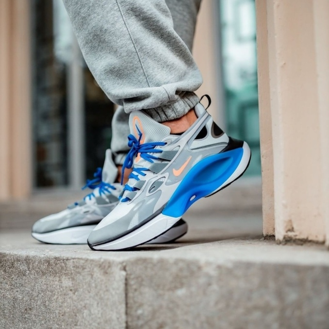 Nike Signal Dimsix on feet