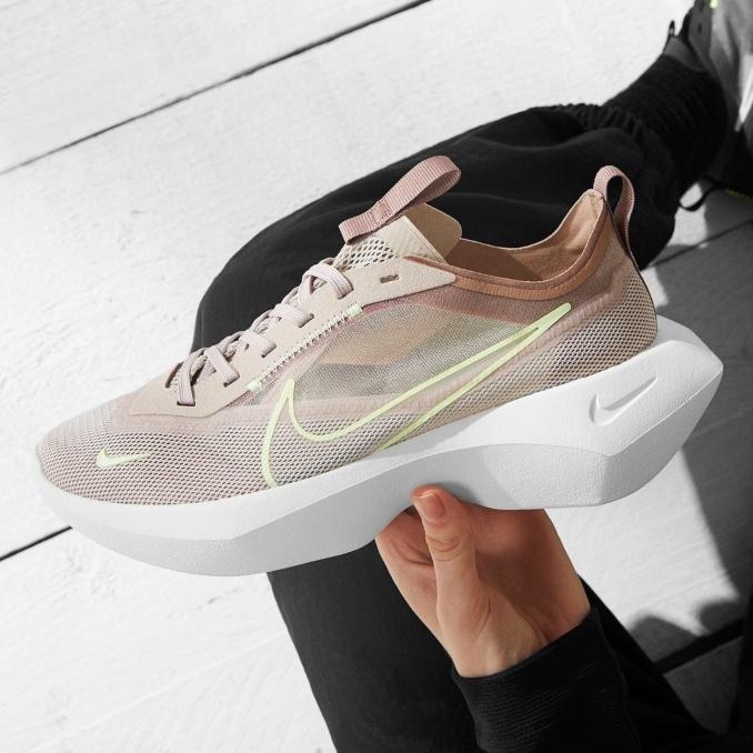 Nike Vista Lite в руке