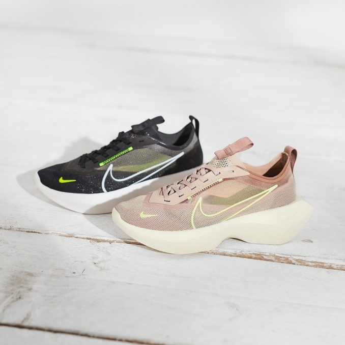 Две модели кроссовок Nike Vista Lite