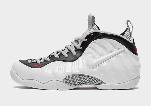 Nike Foamposite Pro em branco e preto