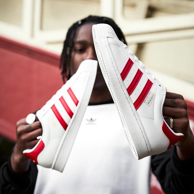 adidas Superstar brancas e vermelhas