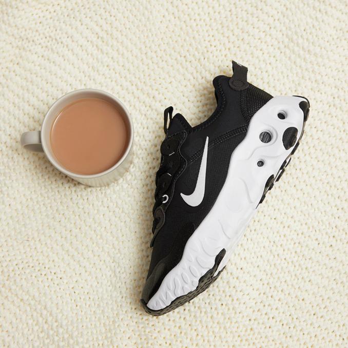 Nike React Art3mis negras