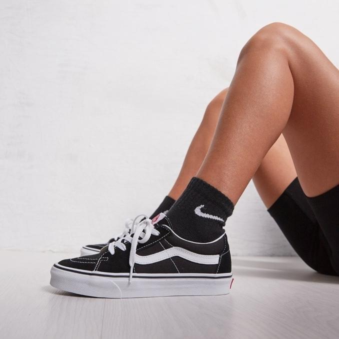 Vans Old Skool pretas com calções e meias