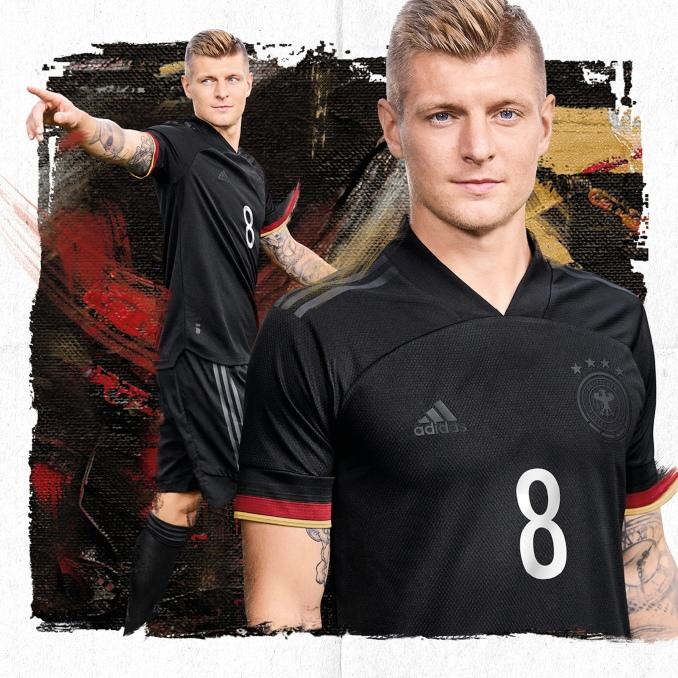 Segunda camiseta de la selección alemana de fútbol 2021