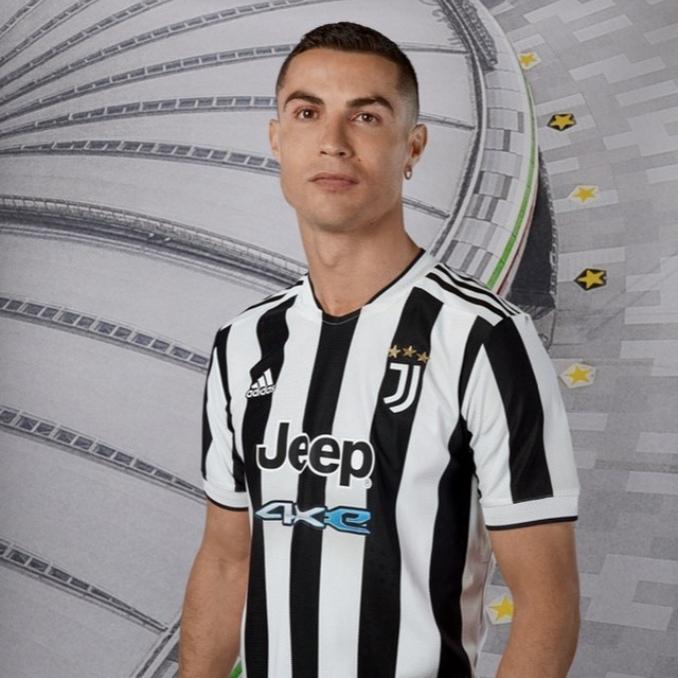 Cristiano Ronaldo con la camiseta de Juventus 2021-2022